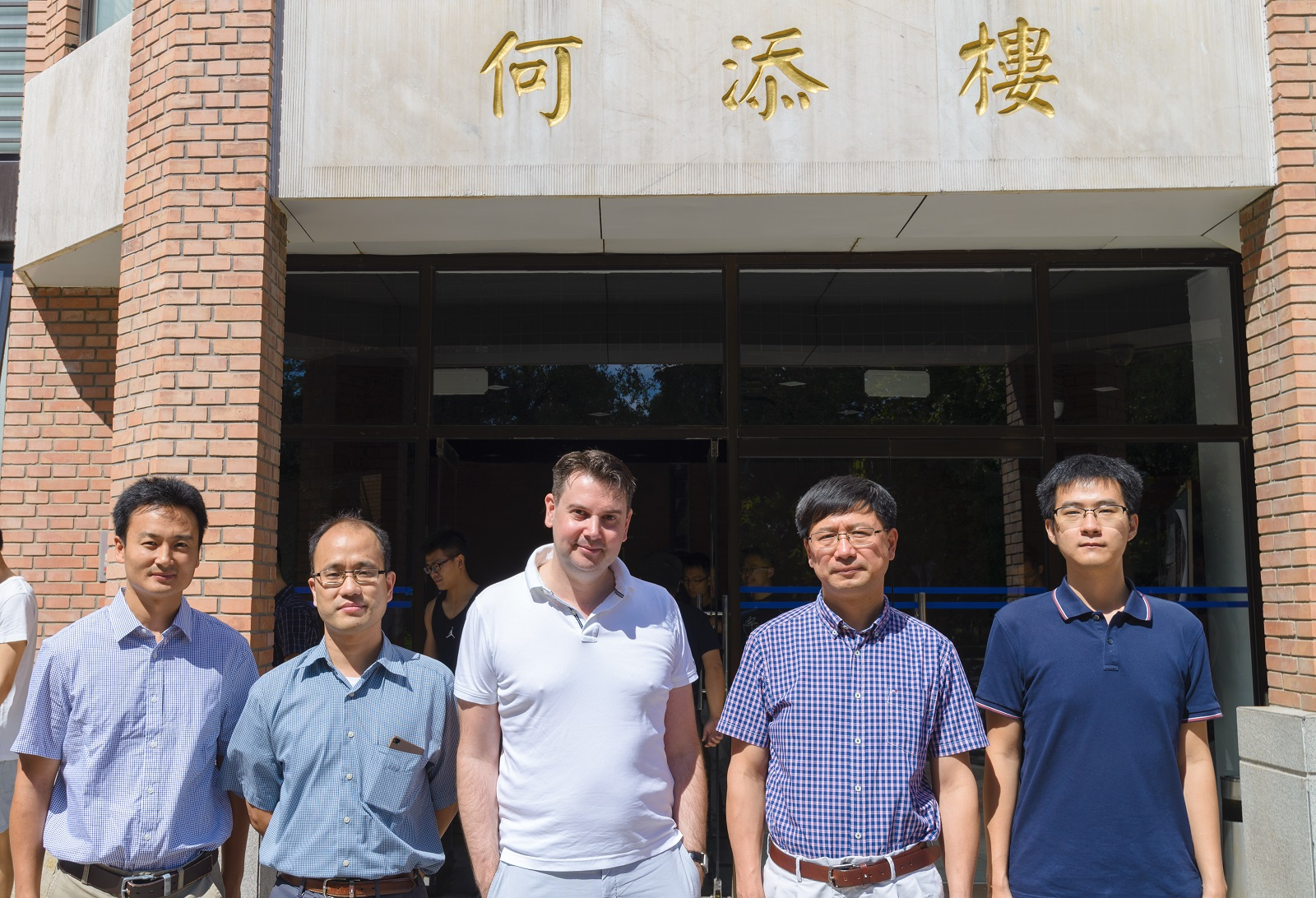 Prof. Jean-François Lutz visited Tsinghua University and gave a lecture